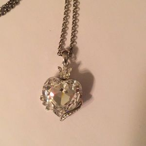 Queen white crystal heart silver necklace